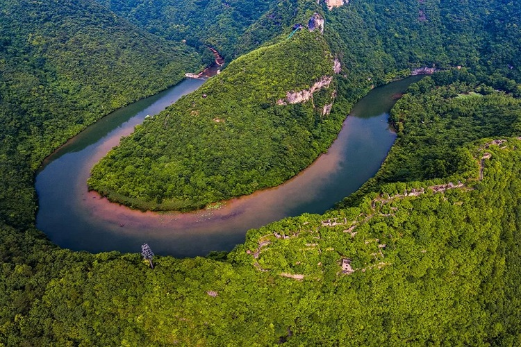 探秘中国古堡、看香水河瀑布、去龙王峡漂流-南漳避暑旅游攻略